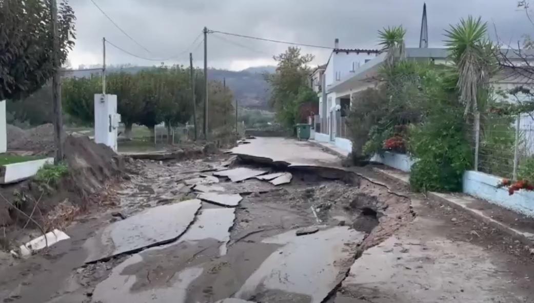 Мощен циклон удари Гърция, затвори училища, прекъсна пътни връзки (видео)